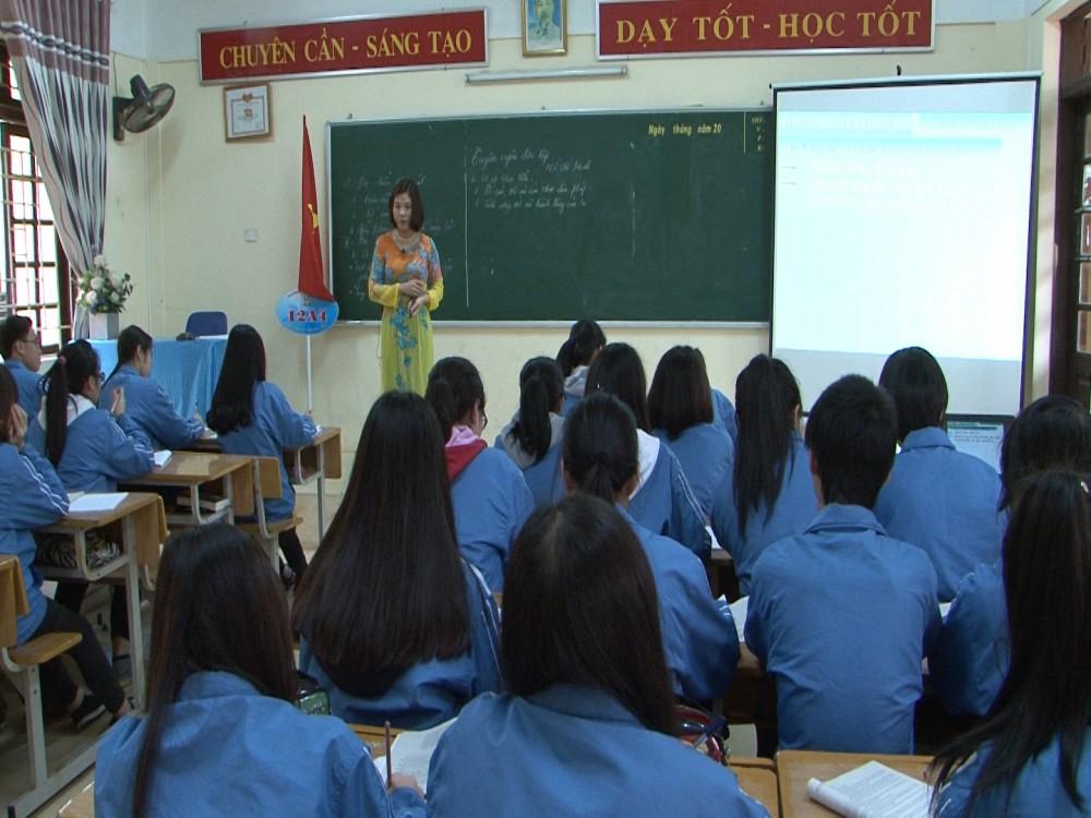 Cô giáo Bùi Thùy Linh - GV đạt giải Khuyến khích cấp Quốc gia cuộc thi Dạy học theo chủ đề tích hợp