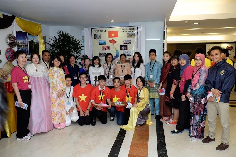 Đoàn học sinh THPT CẦU GIẤY tại SYC 2014 SINGAPORE