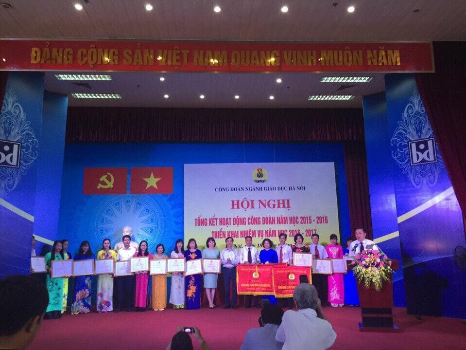 Công đoàn trường THPT Cầu Giấy nhận bằng khen của Công đoàn ngành Giáo dục Hà Nội