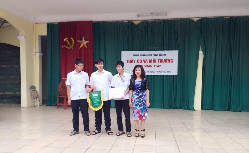 Trao thưởng cho học sinh đạt giải Nhất Cuộc thi giải Toán qua Internet - Violympic năm học 2015 - 2016